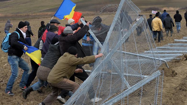 Pungesti gard Chevron-AFP Mediafax Foto-DANIEL MIHAILESCU