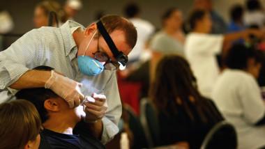 consultatie dentist - 3798476-AFP Mediafax Foto-JOHN MOORE