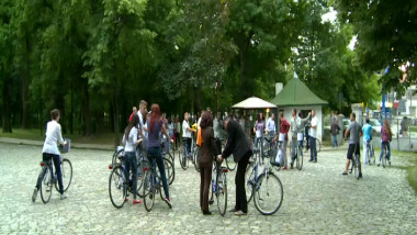 230514 la costum pe bicicleta