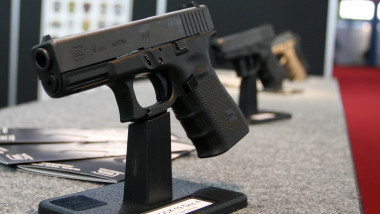 pistol vanzare-Mediafax Foto-Liviu Adascalitei
