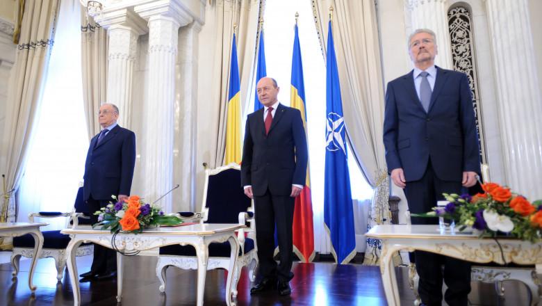 ion iliescu traian basescu si emil constantinescu la 10 ani de nato - presidency.ro