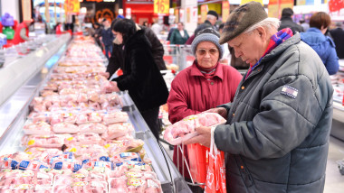 carne in supermarket - 5489244-Mediafax Group-Silviu Matei