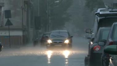 masina furtuna ploaie