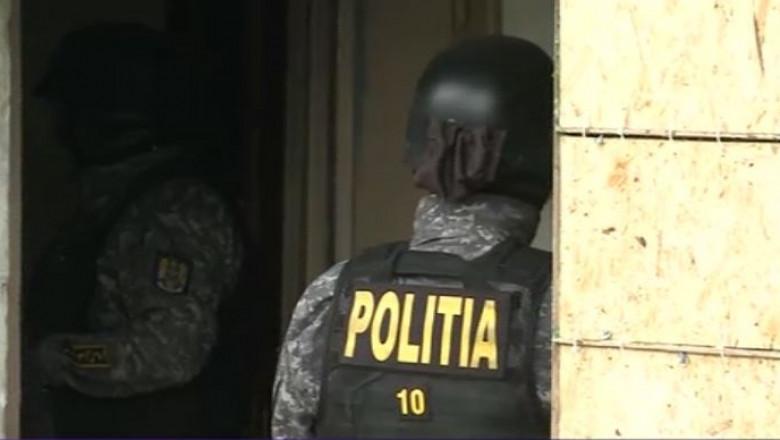 politie interventie perchezitii mascati