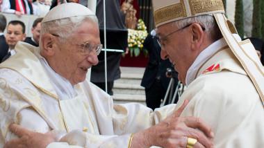 Papa Francisc si papa Benedict-AFP Mediafax Foto--