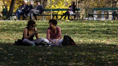 icon oameni in parc