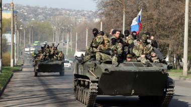 Blindate APC la Kramatorsk Ucraina - AFP Mediafax Foto-ANATOLIY STEPANOV-2