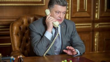 petro porosenko vorbeste la telefon cu vladimir putin - fb porosenko-1