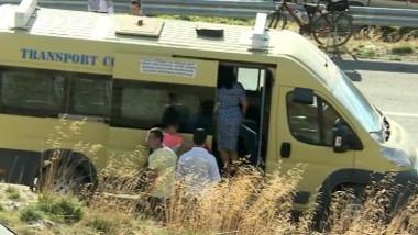 microbuz elevi cu turisti