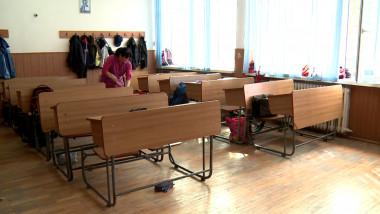 FEMEIE DE SERVICIU CLASA GOALA