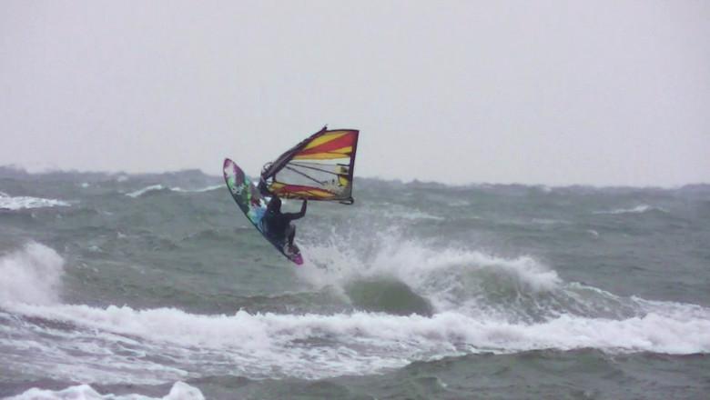 windsurfing toamna valuri mari
