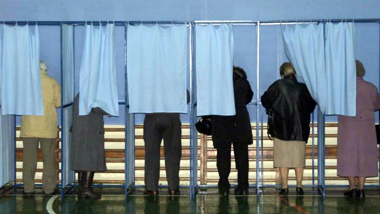 urna alegeri pensionari-Mediafax Foto-Marius Vasilica 2