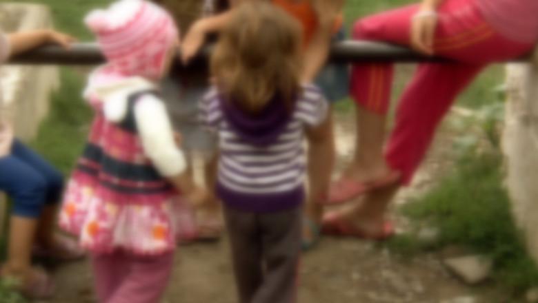 copii saraci blurr-1