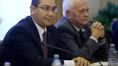 Victor Ponta si Viorel Hrebenciuc-Mediafax Foto-Marius Dumbraveanu