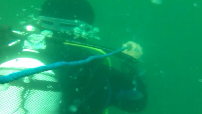 scafandru in apa