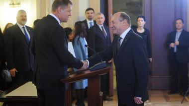 Klaus Iohannis si Traian Basescu la ceremonia de investire de la CCR - presidency.ro
