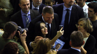Iohannis lansare carte selfie inquamphotos-1