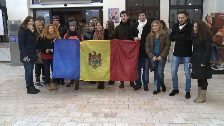 studenti moldoveni cu steag