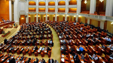 parlament crop
