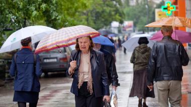 batrani meteo ploaie - Mediafax Foto-Marius Dumbraveanu 1