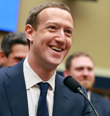 Facebook CEO Mark Zuckerberg in fata senatului