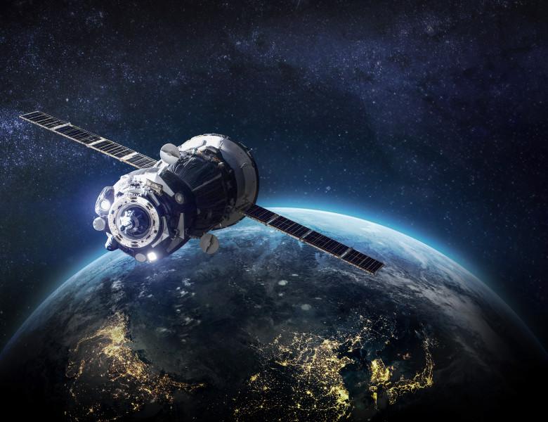 satelit orbita terra