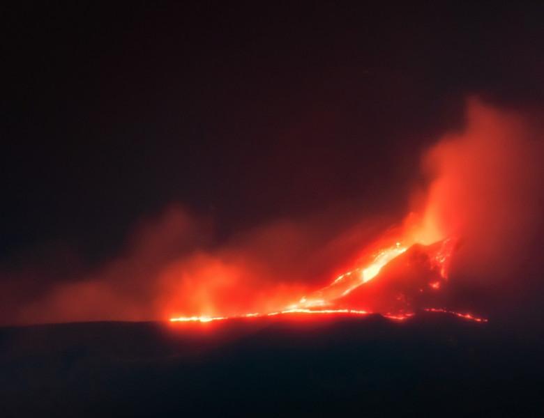 L'Etna torna a farsi sentire, l'eruzione della notte