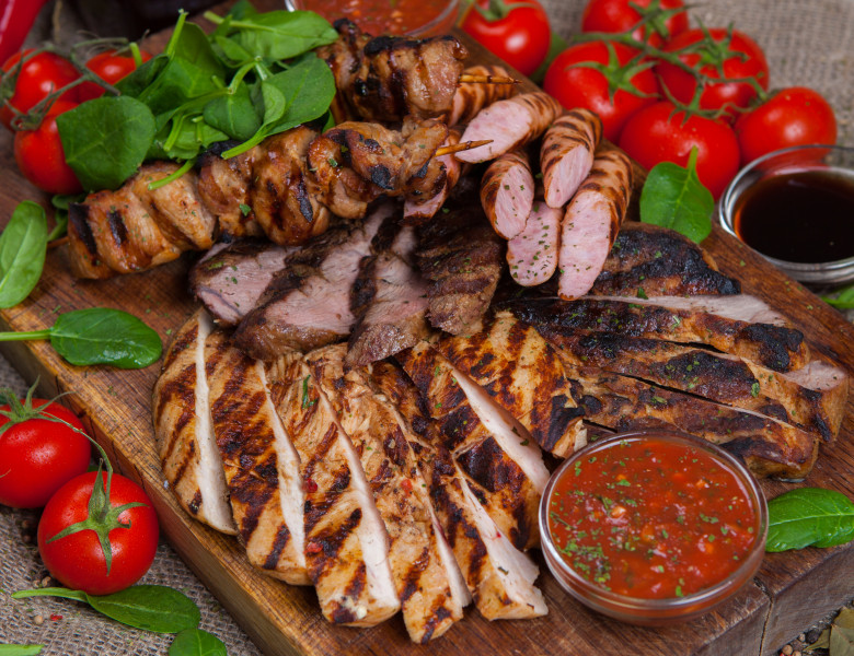 Mixed,Grilled,Meat,Platter.,Assorted,Delicious,Grilled,Meat,With,Vegetable.