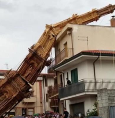 Turn prăbușit în Italia