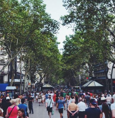Oameni pe stradă, populație