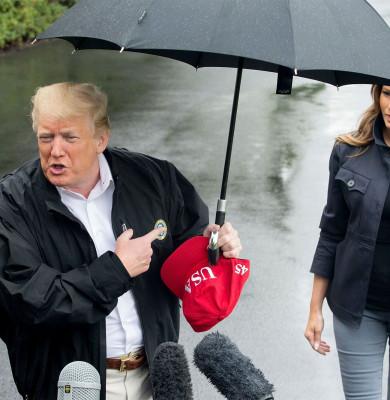 Donald Trump o lasă în ploaie pe Melania