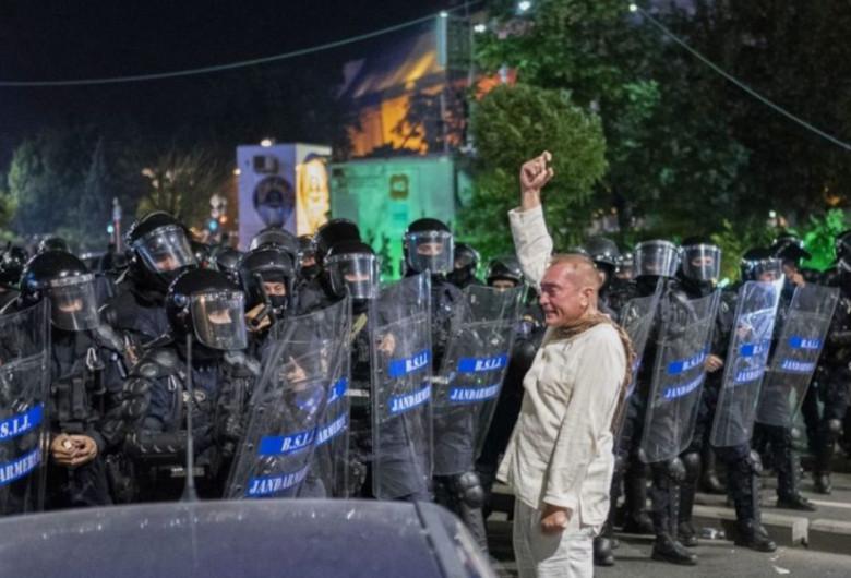 Cătălin Paraschiv, omul în alb din 10 august