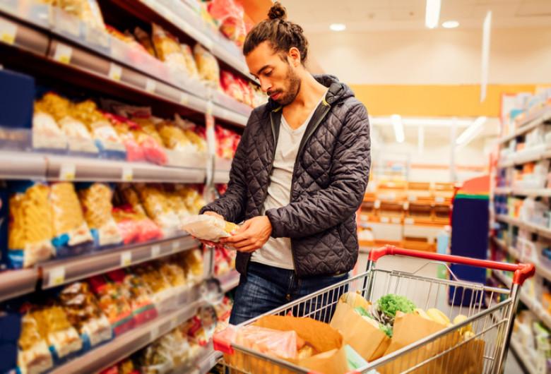 Client în hypermarket de vegani