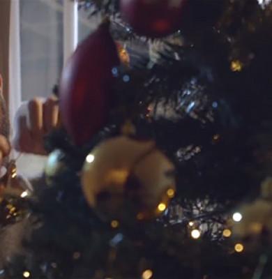 christmas-ad-mother-tape-love-gift-phil-beastal-4-5bf7b9263eba6__700
