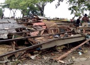 Casă distrusă de tsunami în Indonezia
