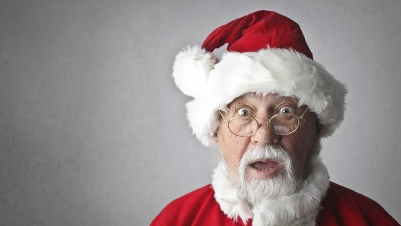 Moș Crăciun surprins, mirat, uimit