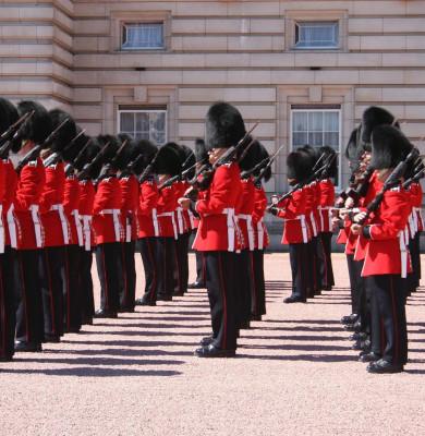 Buckingham Palace guards play Bohemian Rhapsody