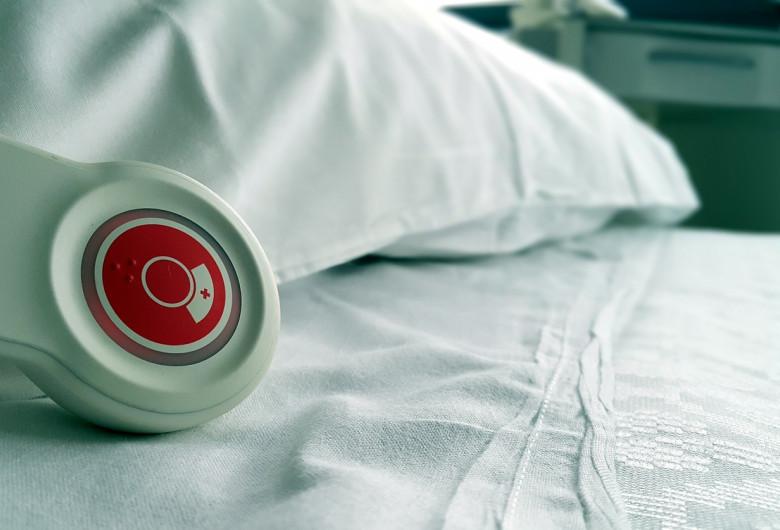 Pat de spital cu telecomandă de chemat asistenta