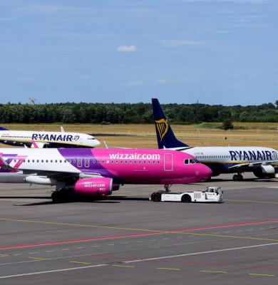 Avioane Ryanair cu Wizz Air