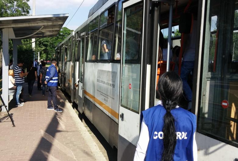 Controlori în stație STB, RATB, tramvai