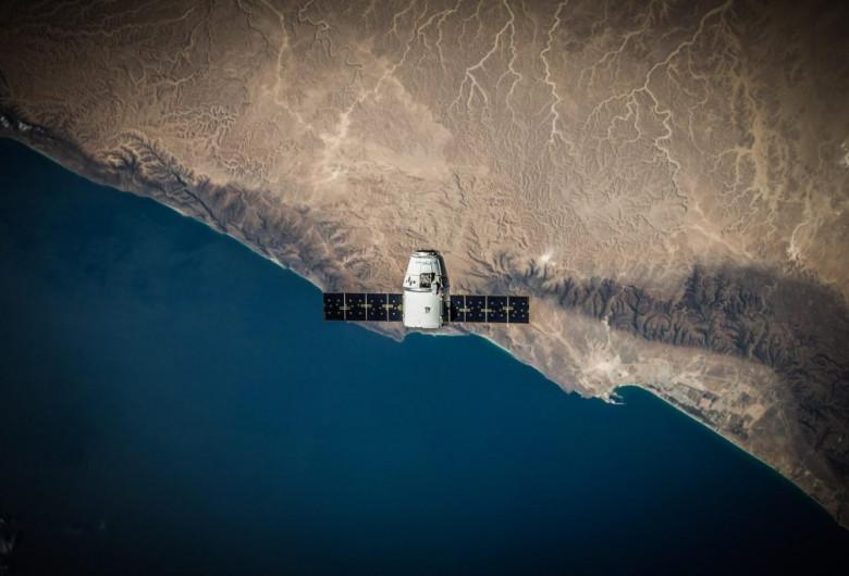 Satelit deasupra Pământului