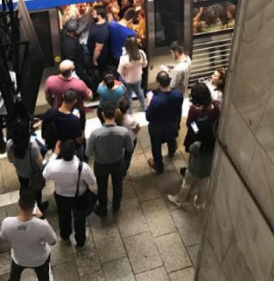 Oameni la metrou