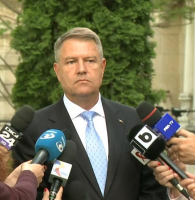 Klaus Iohannis în curtea Președinției