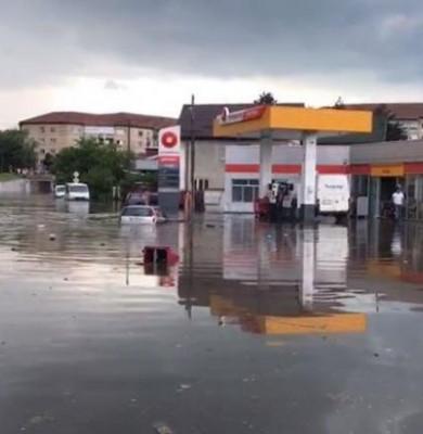 Străzi inundate în Râmnicu Vâlcea