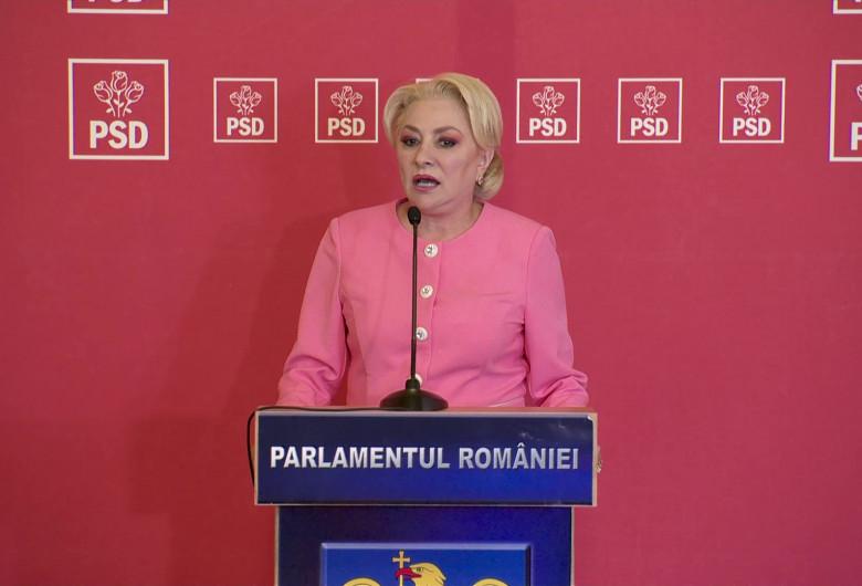 Viorica Dăncilă, roz