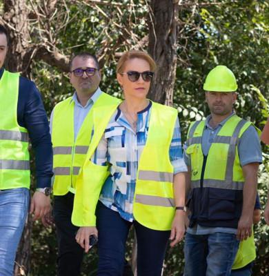Gabriela Firea, cu muncitori de șantier la Podul Ciurel
