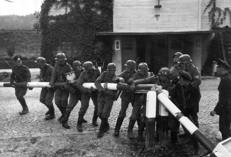 Germans_at_Polish_Border_(1939-09-01)