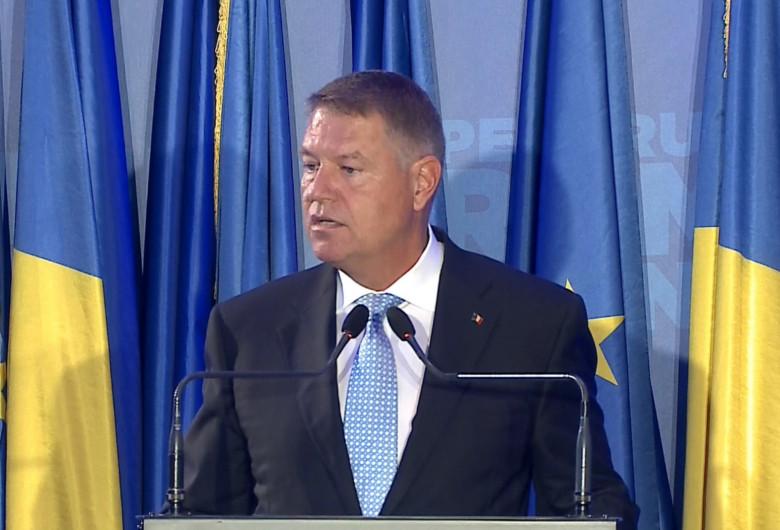 Klaus Iohannis, la PNL, cu steaguri în spate