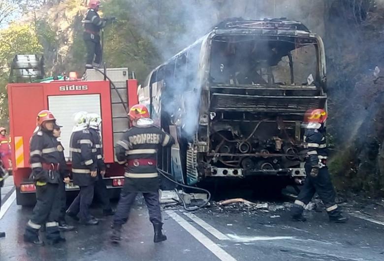 Autocar ars cu pompieri Defileul Jiului