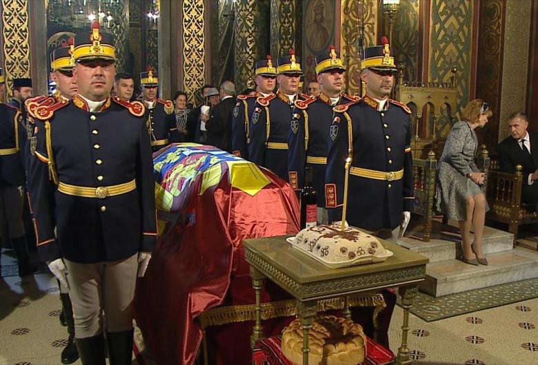 Regina Mamă Elena, la slujba de înmormântare